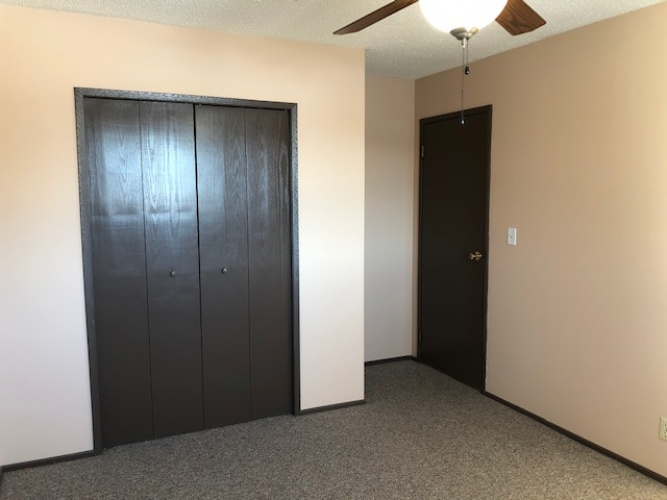 Fourplex For Rent C - 5827 52 Ave, Red Deer, 3 Bedrooms, 1 Bathroom