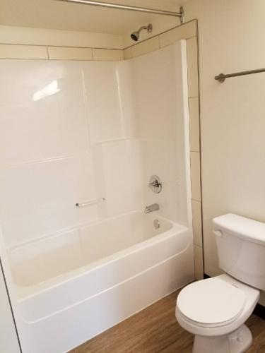 Condo For Rent 211 - 4605 Riverside Dr, Red Deer, 2 Bedrooms, 1 Bathroom