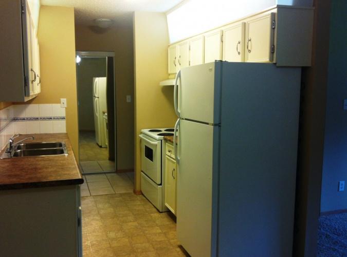Apartment For Rent 103 - 5812 61 Street, Red Deer, 2 Bedrooms, 1 Bathroom