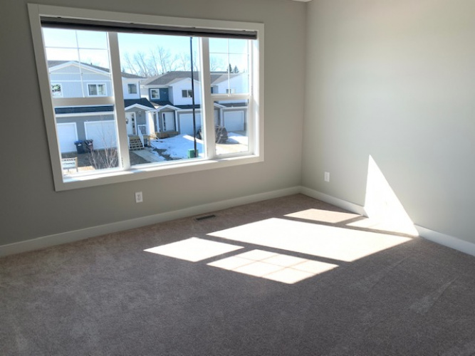Townhouse For Rent 37 Hawthorn Place, Sylvan Lake, 3 Bedrooms, 2.5 Bathrooms